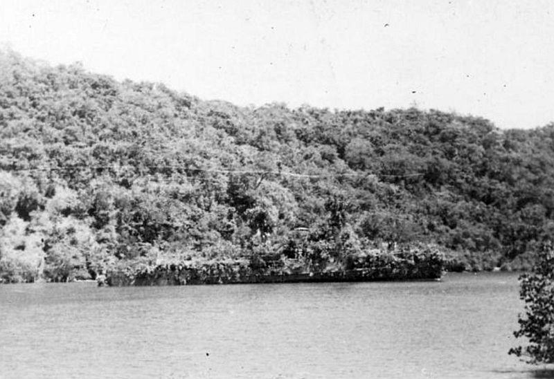 Foto della HNLMS Abraham Crijnssen, la nave che si camuffò in isola