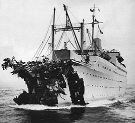 Foto della nave Völkerfreundschaft dopo la collisione con la SS Andrea Doria