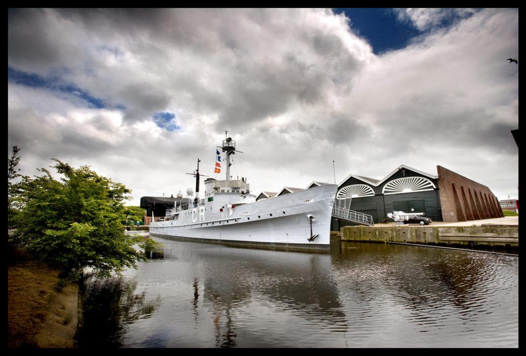 Foto della Abraham Crijnssen, ormeggiata al museo navale olandese