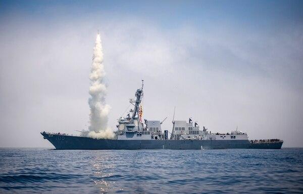 nave in procinto di un lancio missilistico