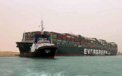 Il Canale di Suez resta bloccato dalla portacontainer Ever Given