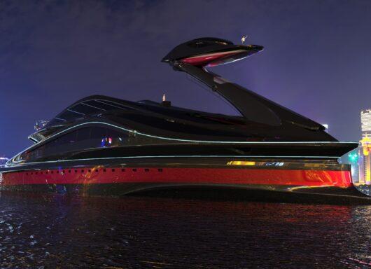 Lo yacht a forma di cigno della Lazzarini Design Studio